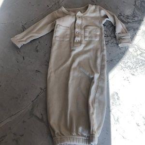 Loved baby preemie/NB gown